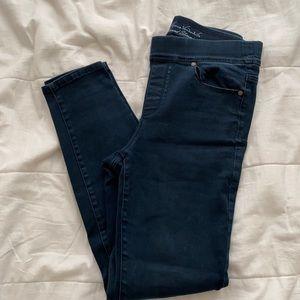 🌻3/$15 Gloria Vanderbilt Slimming Jeans
